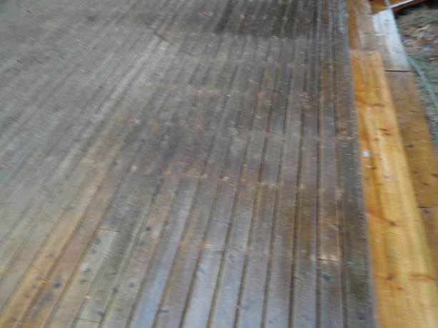 BEFORE DECK CLEANING BELLEVUE,WA